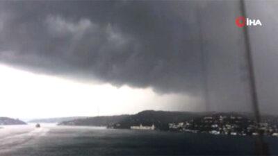 Meteoroloji uyarmıştı… Kara bulutlar şehrin üzerini kapladı