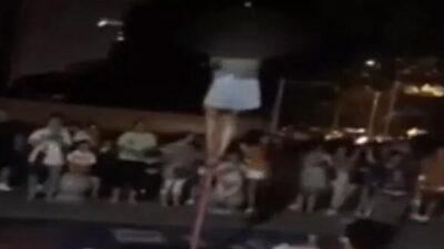 Ortaokulda skandal! Genç kızlar direğe tırmanıp…