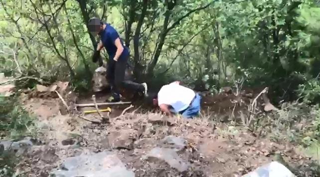Ormanlık alanda izinsiz kazı yapan 3 kişi suçüstü yakalandı