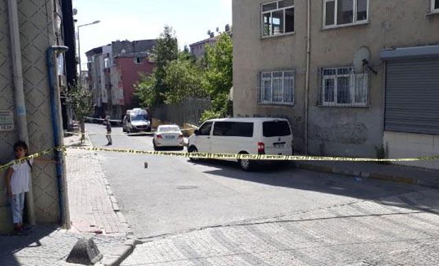 Bağcılar'da silahlı saldırı sonucu yaralanan 2 polis memurundan biri şehit oldu
