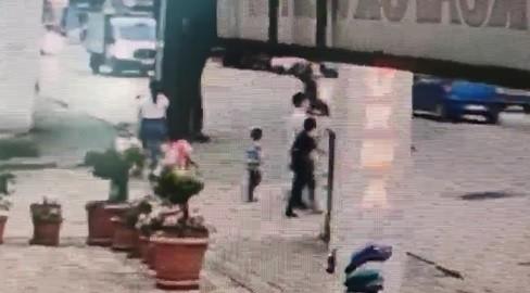 Bursa'da 5 yaşındaki çocuk minibüsün altında böyle kaldı