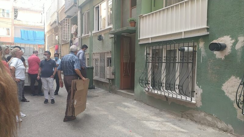 Bursa'da 5 yıldır kirasını ödemediği eve haciz gelince kendini eve kitledi
