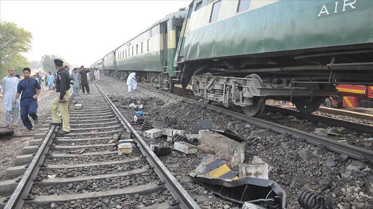 Katliam gibi kaza… Tren otobüse çarptı: 19 ölü, 8 yaralı