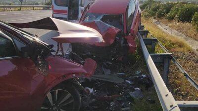 Ters yönde ilerleyen araç kazaya sebep oldu! Ölü ve yaralılar var