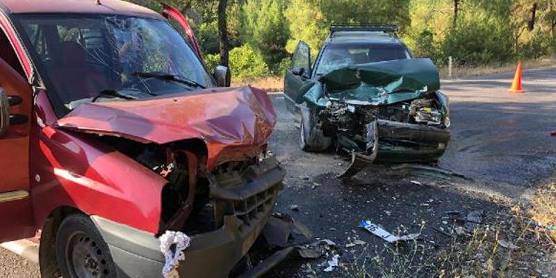 Bursa'da feci kaza! Kafa kafaya çarpıştılar: 4 yaralı