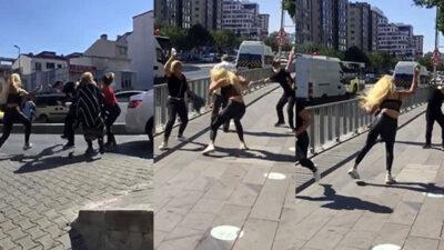Akıl almaz olay! 4 kadın yol ortasında bir adamı tekme tokat dövdü