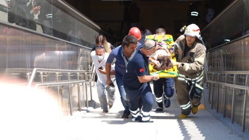 Metroda korkunç olay! Yürüyen merdivene saçları sıkıştı