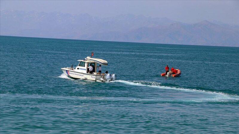Van'da batan tekne bulundu
