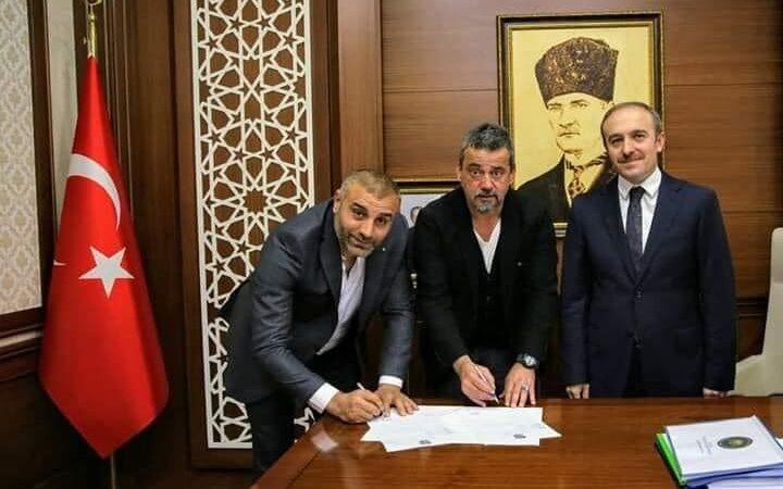 Vali huzurunda imza! İşte Ali Nail Durmuş'un yeni takımı…