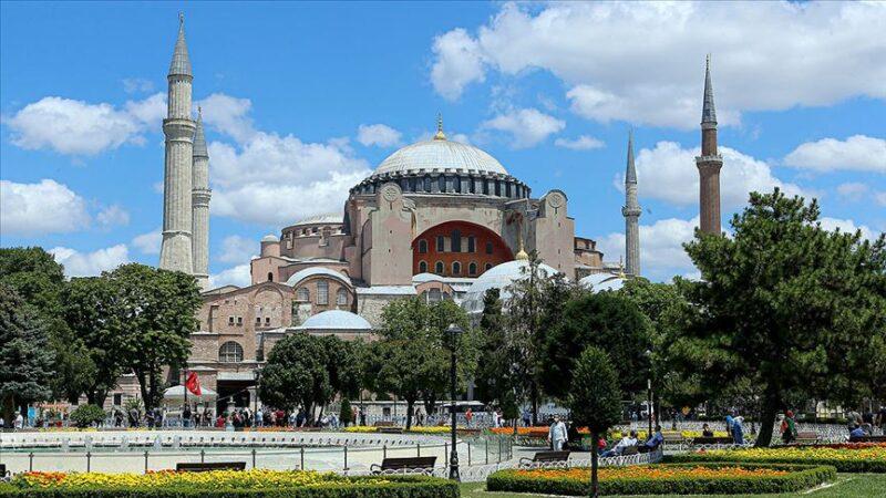 Özgür Ayasofya'ya Bursa'dan yoğun ilgi