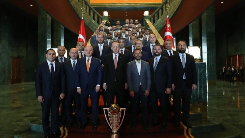 Cumhurbaşkanı Erdoğan Başakşehir'i kabul etti…
