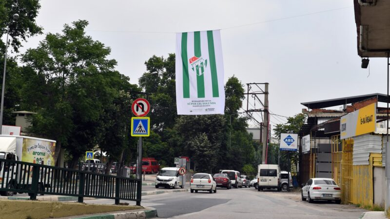 Bursaspor'un Süper Lig yürüyüşü! Osmangazi yeşil beyaza büründü