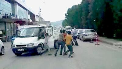 Bursa'da yol verme kavgası! Ortalık bir anda karıştı