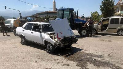 Bursa'da traktör ile otomobil çarpıştı: 1 yaralı