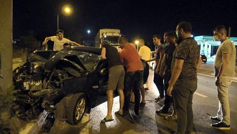 Bursa'da feci kaza! Otomobilin içinde sıkıştı…