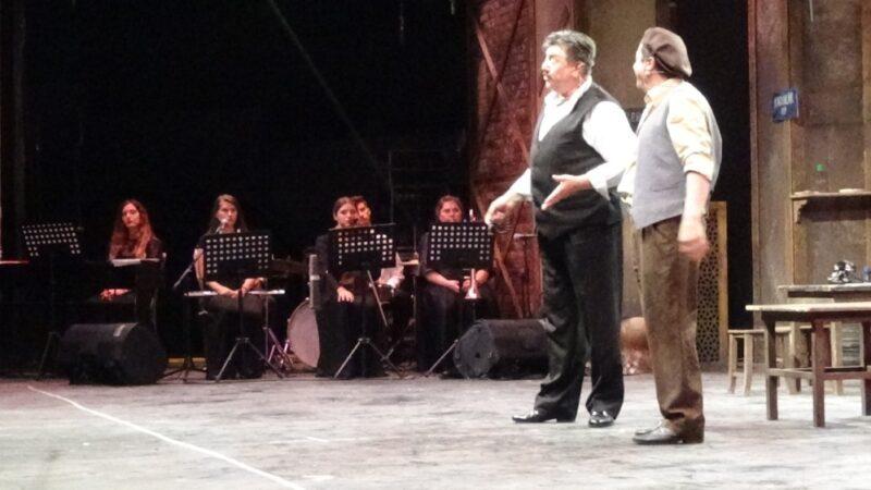 Bursa'da mesafeli tiyatro oyunu sergilendi