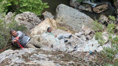 Dinamitlerle birlikte şelaleden düşen defineciler kurtarıldı