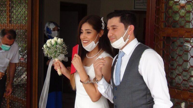 Bursa'da ilginç olay! Düğün hediyesi olarak kelepçe taktı