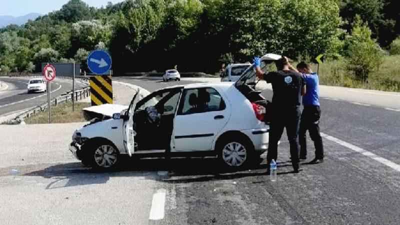 Bursa'da otomobil ile TIR çarpıştı: 2 yaralı