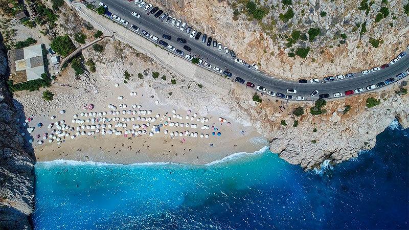 Ünlü plaj eski günlerine döndü! Kilometrelerce araç kuyruğu oluştu