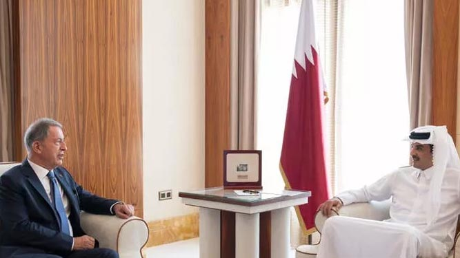 Bakan Akar, Katar'da Al Thani ile görüştü