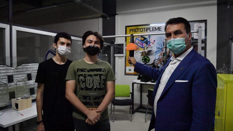 Bursa'da liseli gençlerden virüsü önleyecek akıllı otobüs tutacağı
