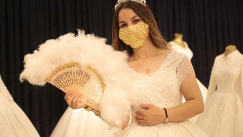 Dünyanın en pahalı maskelerinden olabilir! Altınla kaplandı
