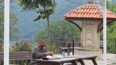Öğle yemeğini yemek için Çalıkuşu Feride'nin köyüne gidiyorlar…
