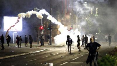 Sırbistan'da olaylı protestonun bilançosu: 43 polis yaralandı, 23 kişi gözaltında