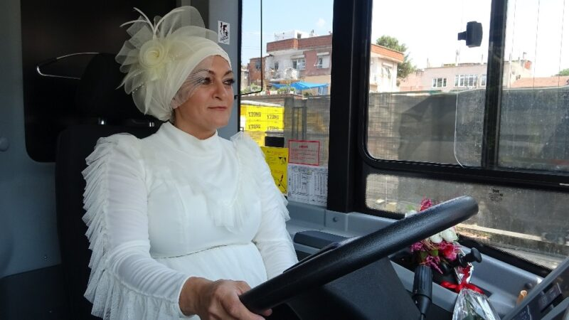 Bursa'da şoför çiftin gelin arabaları, kullandıkları belediye otobüsü oldu