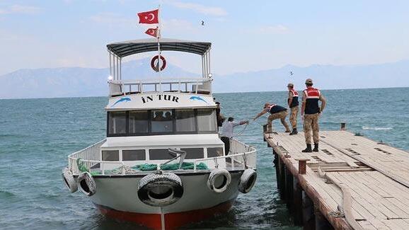 Van'daki tekne faciasında ölü sayısı 42'ye yükseldi