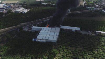 Bursa'da yangın söndürüldü… Beyaz eşya ve gıda deposu…