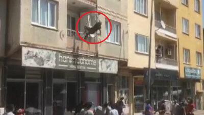 Bursa'da dehşet anları! Balkondan atladı, yatağa düştü