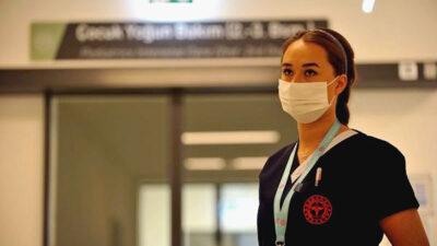 Yer: Bursa… Koronavirüsü yenen Funda hemşire yaşadıklarını gözyaşlarıyla anlattı