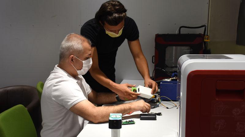 Bursa'da meslek lisesinde 'ateşi ölçülenin de vücut ısısını görebildiği' cihaz geliştirildi