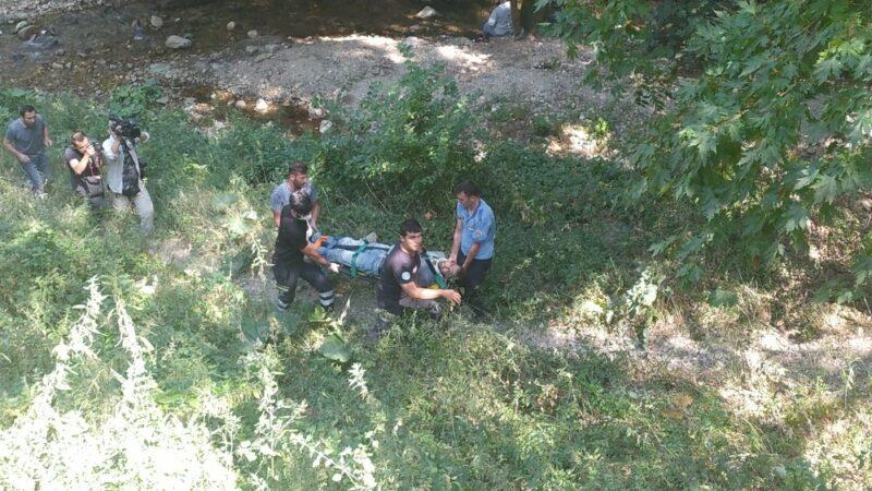 Bursa'da 30 metrelik kayalıktan düşen genci itfaiye ekipleri böyle kurtardı