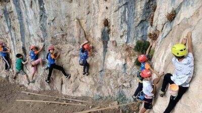 Küçük dağcılar İkiz Kayalar'da antrenman yaptı