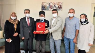 Başkan Yılmaz'dan 89 yaşındaki gaziye ziyaret