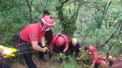 Bursa'da, dengesini kaybederek 10 metre yükseklikten düştü