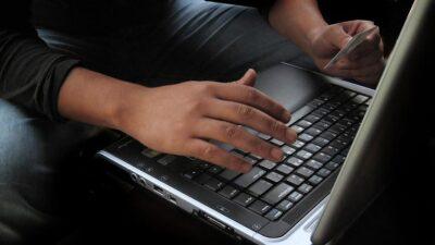 Bursa'da internetten sipariş verdi, paketi açınca şoke oldu