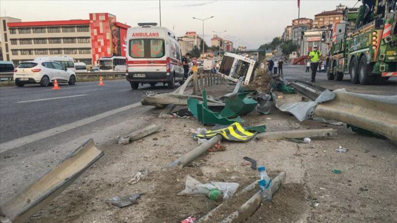 Yolcu otobüsü devrildi: 11 yaralı