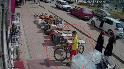 Kendi bisikletini bırakıp başka bisikleti çaldı…O anlar kamerada