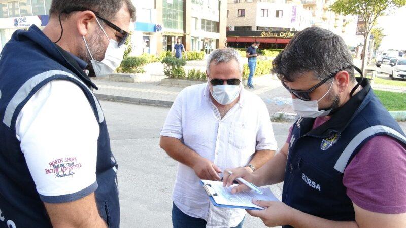 Bursa'da maske takmayan vatandaşın gazetecilere sorduğu soru şaşırttı