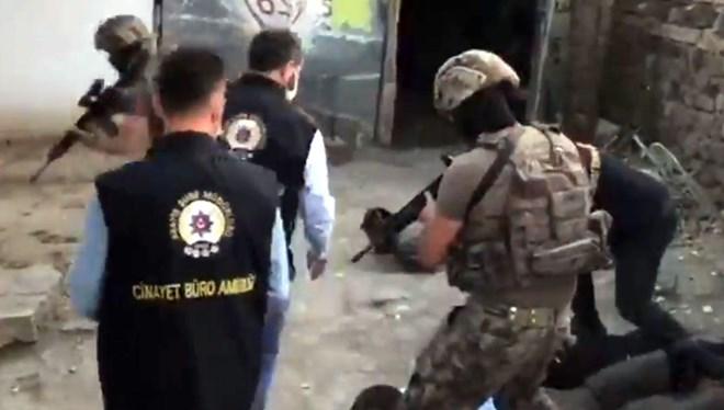Evde 1 saat işkence yapan soyguncular akraba çıktı