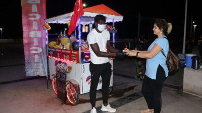 "Futbolcu Mersin'de ""bici bici"" satıcısı oldu."