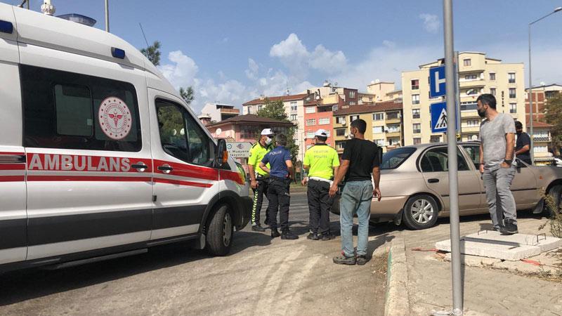 Bursa'da otomobil motosiklete çarptı: 2 yaralı