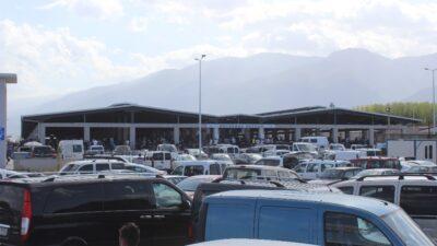 Yer: Bursa… Pazar modern, satılanlar hurda