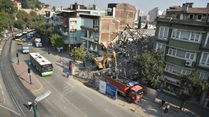 Bursa'da tarih için yıkımlar tam gaz