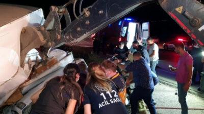 Bursa'da mobilya yüklü kamyonet devrildi!