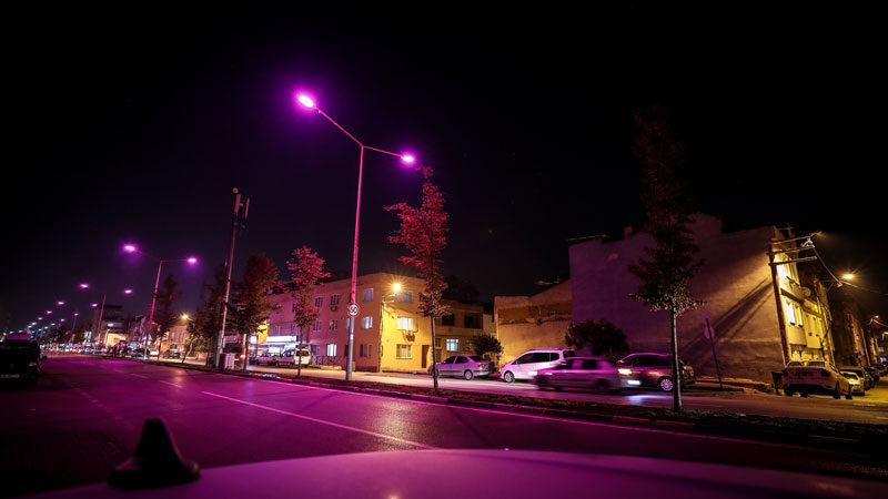 Bursa'da sokak lambaları pembe yandı